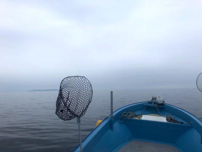 新潟粟島に向けて釣り船出港