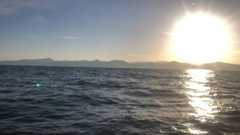 春の日本海の日の出