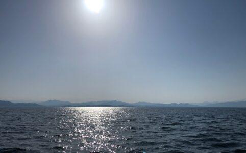 日本海から眺める朝日