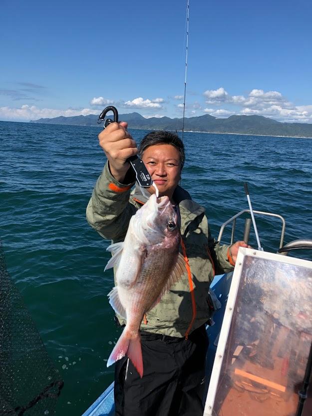 寝屋漁港沖でタイラバで釣れたマダイ