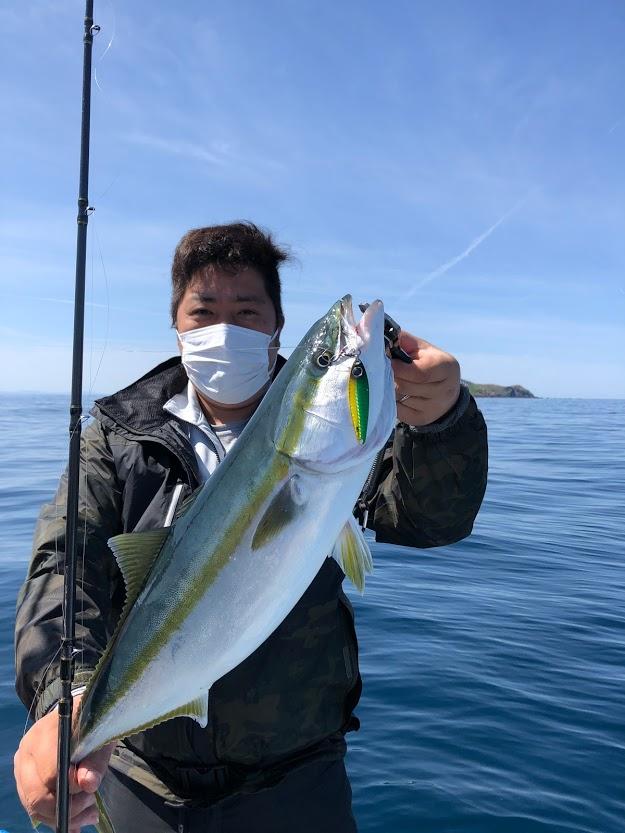 粟島の青物ワラサをタングステンジグで釣る