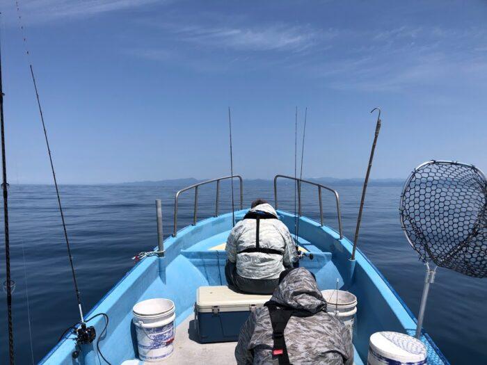 遊漁船に乗船する趣味を楽しむ人