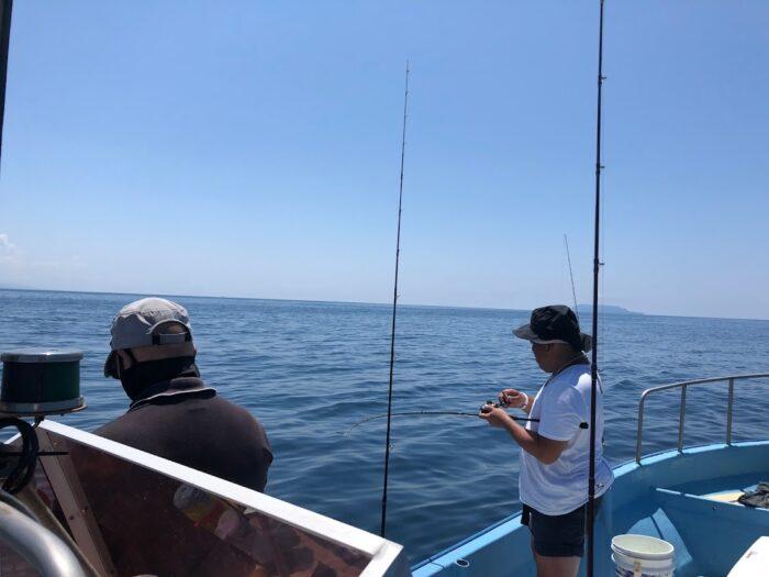 新潟寝屋港昭和丸の釣りの様子